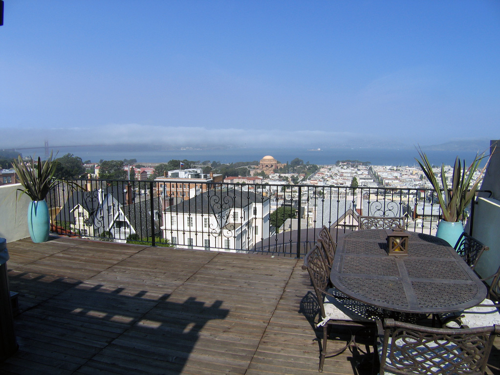 San Francisco Residence - Roof terrace with view over bay