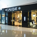 COOK ARCHITECTURAL Design Studio (CA/ds) worked with the New York based LALIQUE team bringing to life their new showroom in the Merchandise Mart.  CA/ds provided space planning services for this 1,700 sq. ft. tenant relocation and build-out.  The scope of work included integrating leather fabric walls to create the ambience the client desired to display its crystal line.